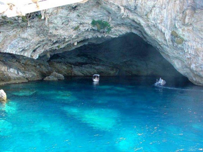 caverna papanikolis